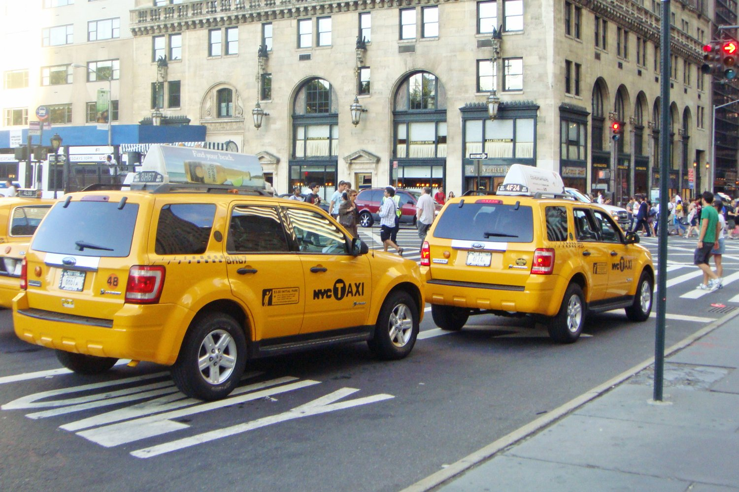 new york taxi and limousine commission allows cabs to block bike lane. Black Bedroom Furniture Sets. Home Design Ideas